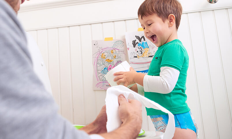 Parents learn everything they need to know about starting potty training with son